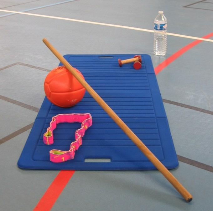 image de tapis, ballon lesté, barre, élastique